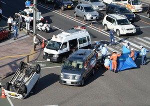 北京赛车事故现场-日本宫崎市发生严重车祸 致6人伤1人失去意识