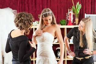 给准新娘的5个建议 婚纱要这样试