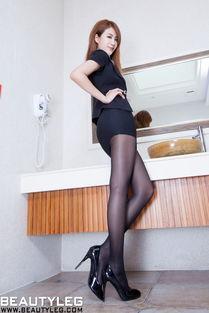 独领风骚的黑丝美腿极品美女嫩模巨乳翘臀洗手间里上演的性感诱惑写...