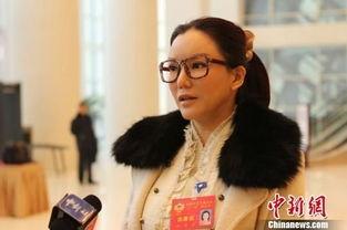 ...徐锦江黄秋生拍三级片 女女接吻被吃奶照曝光