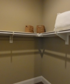 楼梯间:(楼梯一侧安排有公共卫... 有一间不小的中式厨房.英文叫