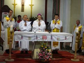 家分享了执事的神品职务,圣道礼仪后,庞修士俯伏在地,全体神长教...