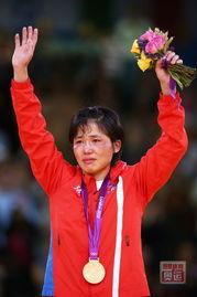 女人进时疼哭的照片-...二日的争夺.在女子52KG级决赛中,朝鲜黑马安琴爱力克古巴选手...