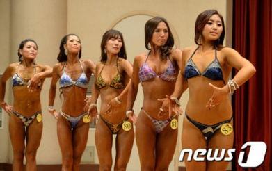 据韩国《朝鲜日报》报道,韩国多名女性健美运动员8日下午参加了第...