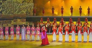 在朝鲜首都平壤万寿台艺术剧场举行的中国艺术代表团访朝首场演出...