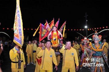 王金平出席桃园庙会 好心情全写在脸上 -中国评论新闻 今日图首