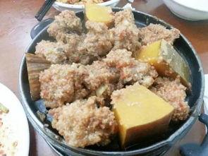 粉蒸排骨,份量大,排骨里头有南瓜,甜丝丝儿的,这种搭配解咯吃肉...