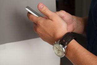 器:加速度计、震动器、LED灯、NFC芯片和电池,加了这么多东西进...