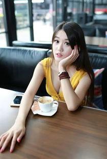 ...,肌肤如玉黄色超短裙性感长腿美女午后时光气质写真