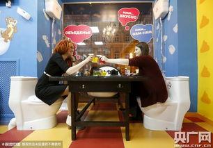 酒店卫生间做爱视频-俄罗斯厕所主题餐厅 众吃货体验 马桶座椅