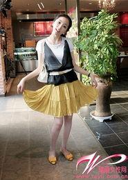 淫色a网-...白色上衣搭配土黄色A字裙和同色系蝴蝶结装饰平底鞋-浅口平底鞋 ...