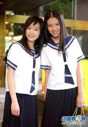 扣骚穴白拍-两年轻的MM也上演姐妹花,共同选择了海军风学生装.下身的黑色百...