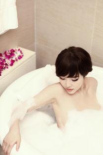 张筱雨大胆人体裸体写真-...,只靠泡沫遮蔽身体,丝毫不怕走光.(图片:来源台湾今日新闻网...