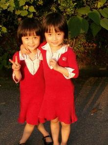 亲亲双胞胎姐妹